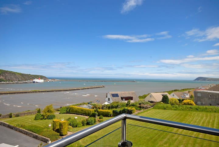 Sea View, luxury home with stunning harbour views