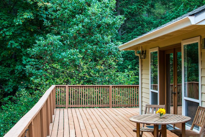 Wooded Getaway Close to Ashland