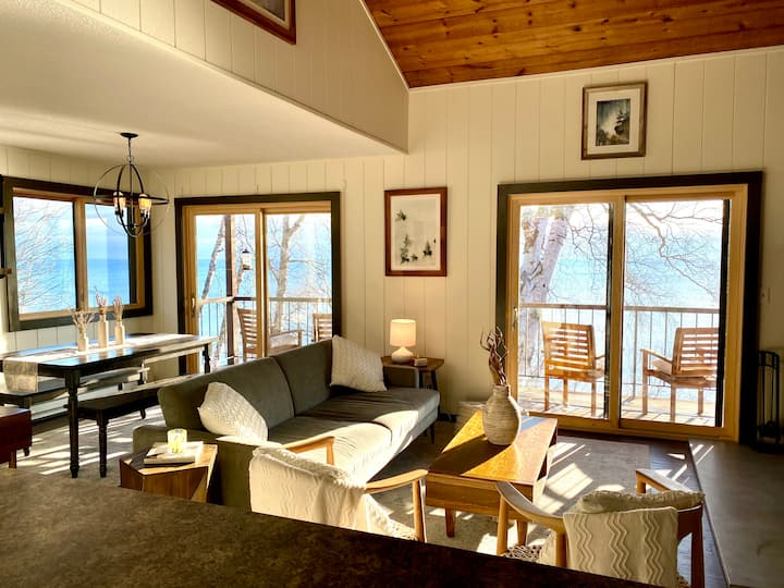 Cozy Scandanavian Chic End Unit on Lake Superior