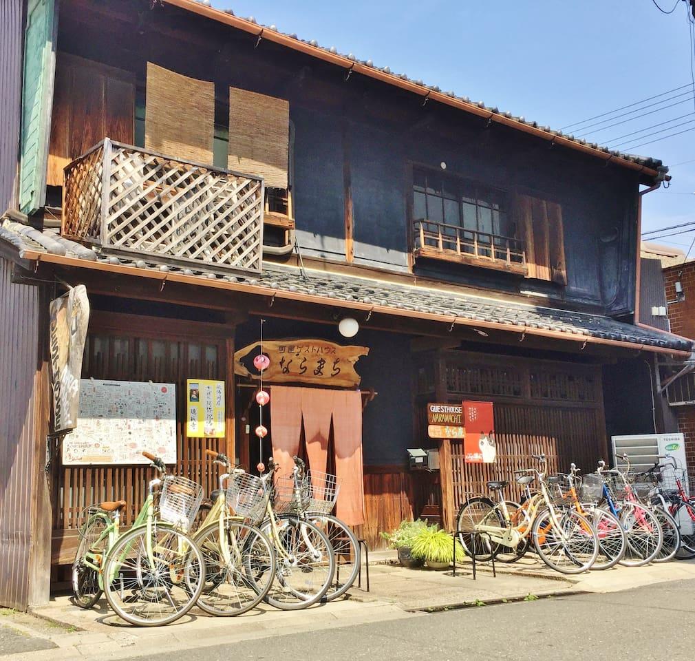 Entrance 玄関 Rental Bikes 玄関には、レンタル自転車が沢山並んでいます。