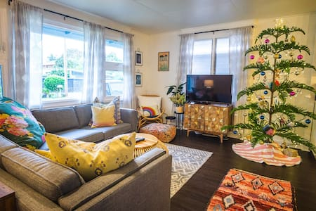 Private and Eclectic 3 bed/1 bath home in Kailua
