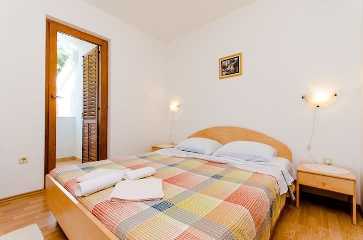 Two Bedroom Apartment, 120m from city center, seaside in Ivan Dolac - island Hvar, Balcony