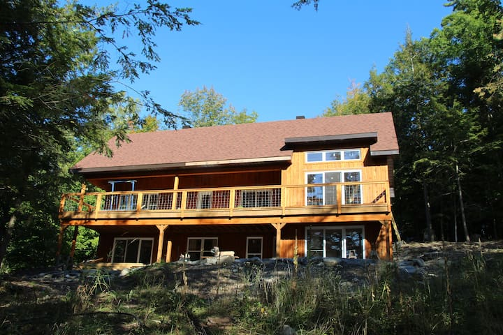 Specious cottage, 4 season, private beach on Lake