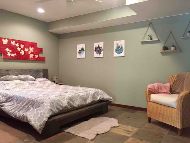 Lower level bedroom - queen bed