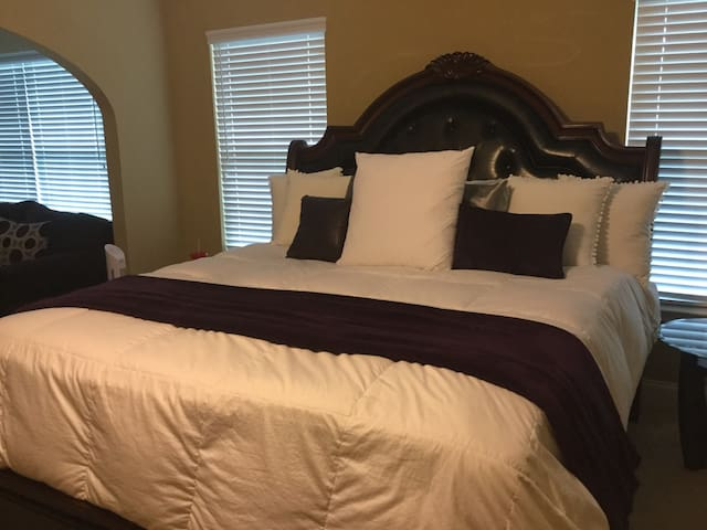 Cozy Master Suite in private home - Douglasville - Casa