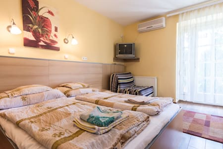 Charming room for two in Buda - Budapest