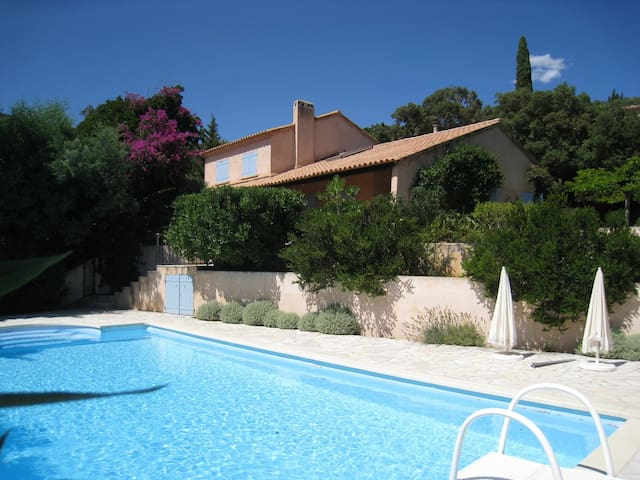 Villa 4 chambres avec piscine houses for rent in la for Garage volkswagen croix valmer