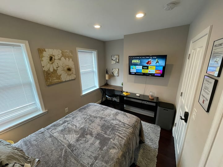 Cozy room by John Hopkins/ fells point waterfront