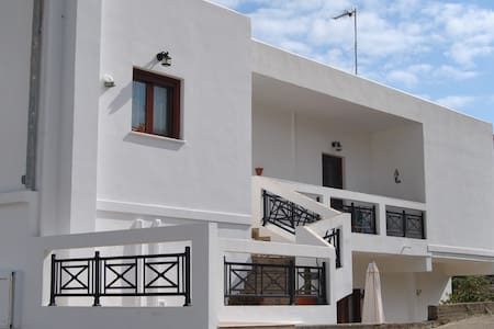 Apartment 150 mtrs away from Agia Marina's beach - Agia Marina - Apartemen