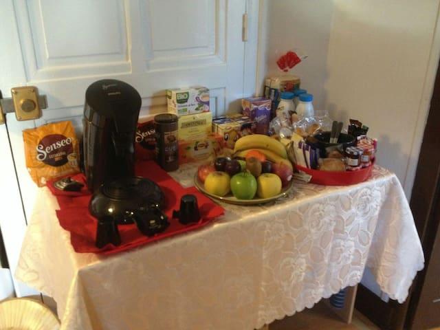 Chambre - coin petit déjeuner