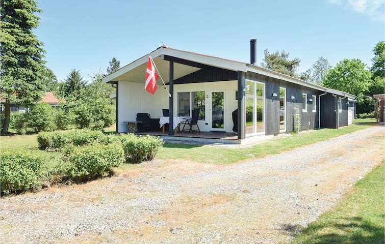 Holiday cottage with 4 bedrooms on 114 m² in Fårvang