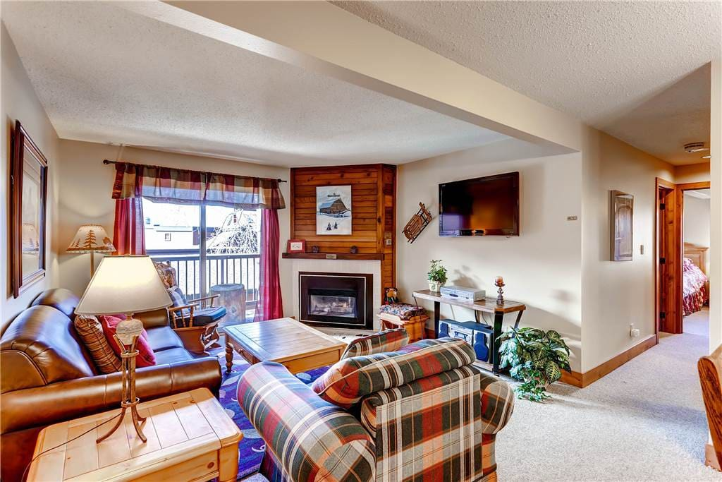 Molding,Fireplace,Hearth,Couch,Furniture