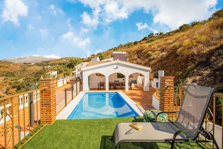 Swanky Villa in Cómpeta with Private Pool