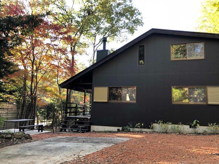 軽井沢の一軒家別荘 「みずならテラス軽井沢」