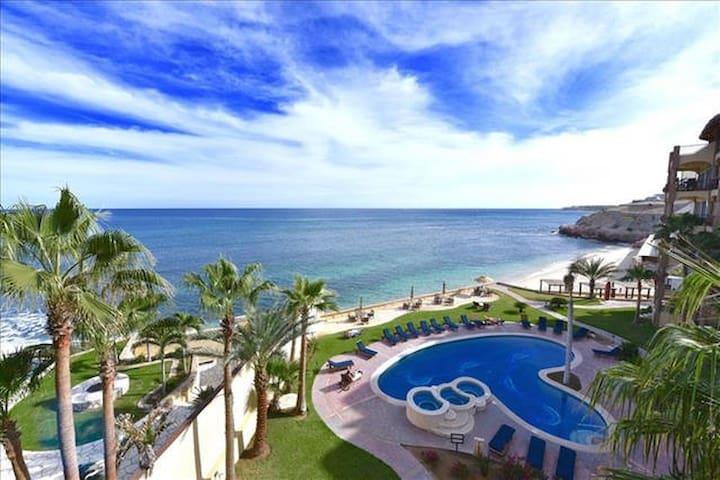 Spectacular Views! Beach, Pools, Hot-tubs, Sun and Surf Break!