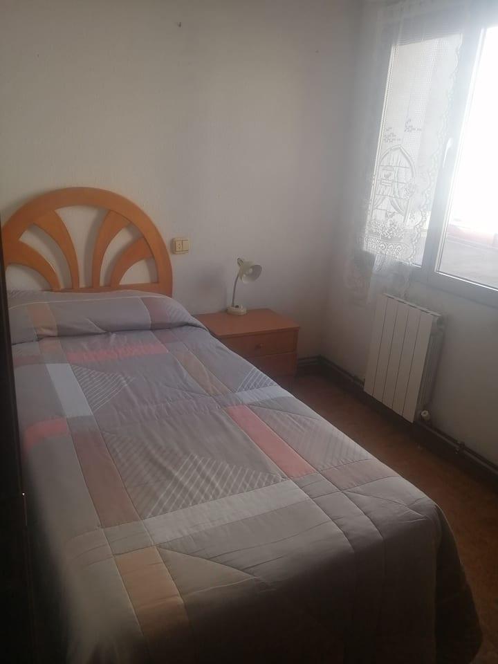 Habitación pequeña cerca a la playa Gijón