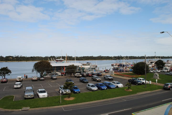 Penthouse Luxury Lakes Entrance