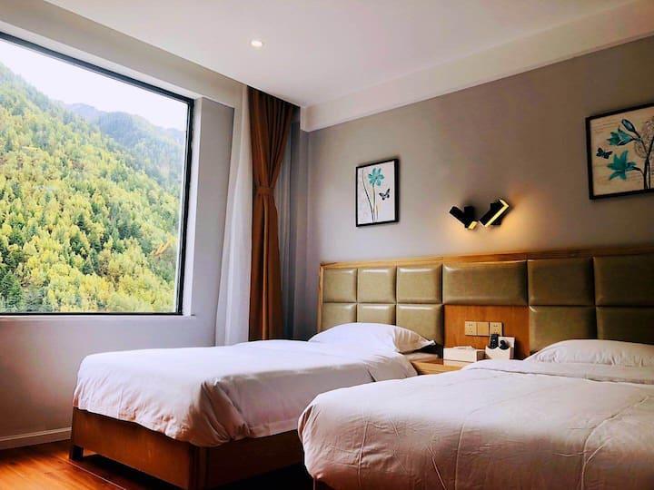 四姑娘山峡谷情酒店观景双床房