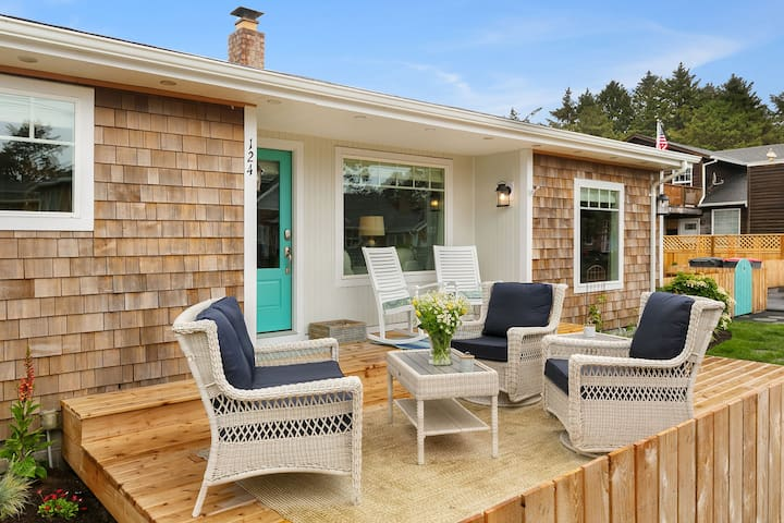 Beach Blessing - Luxurious Cottage, steps to beach and town