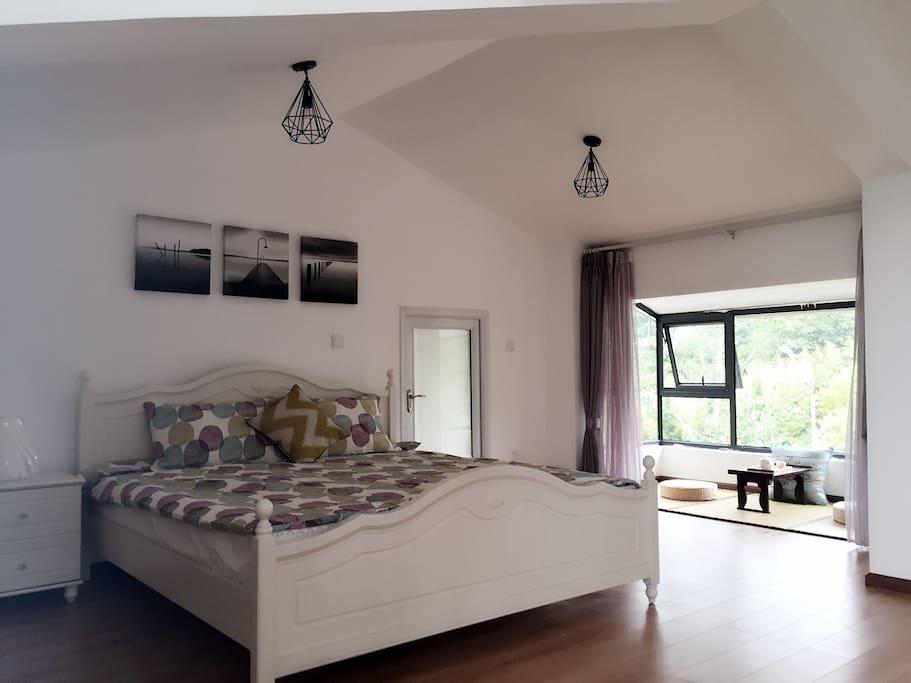大床和飘窗