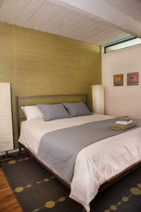 Guest Bedroom 002