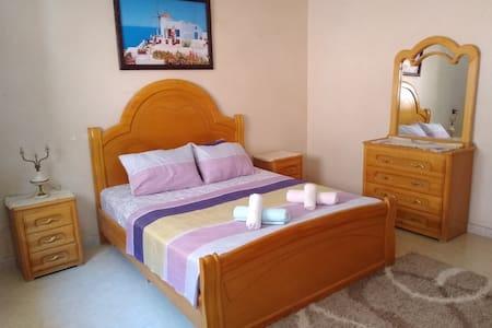 Spacious room in beautiful apartment & Breakfast