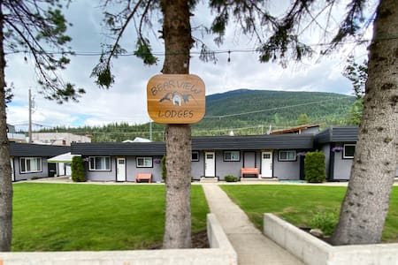 Great LOCATION with AMAZING Views! - Grizzly Suite