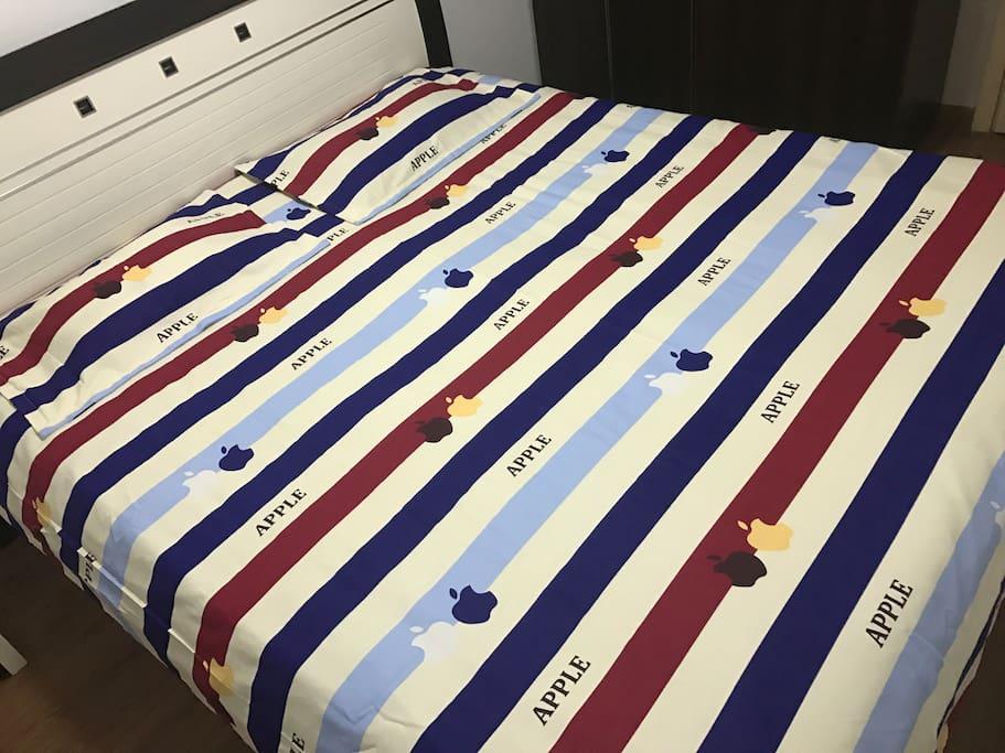 主卧大床Big bed in the master bedroom