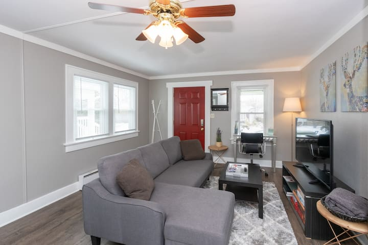 Duplex in Garfield Park, Downtown Indy, King Bed!