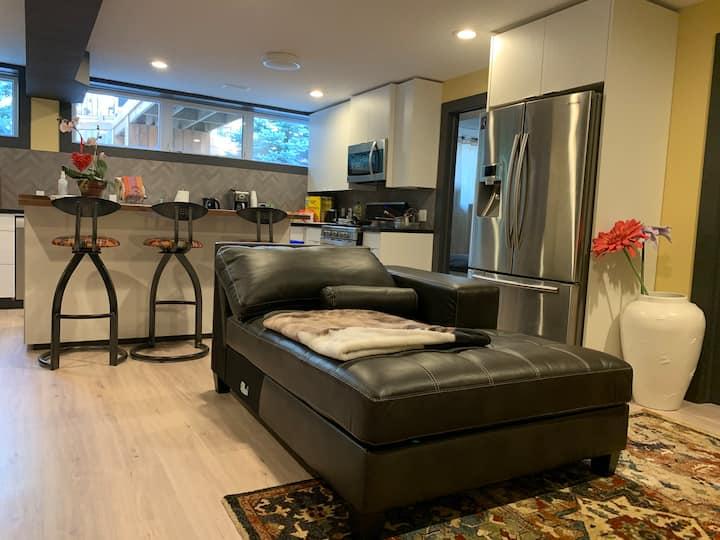 Modern One Bedroom Studio - just off highway 401