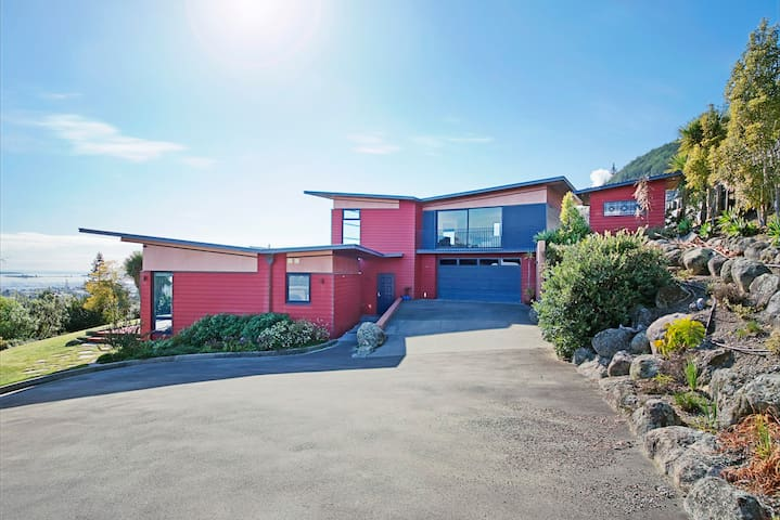 Pohutukawa House Bdrm 1 - 10 plus hospitality