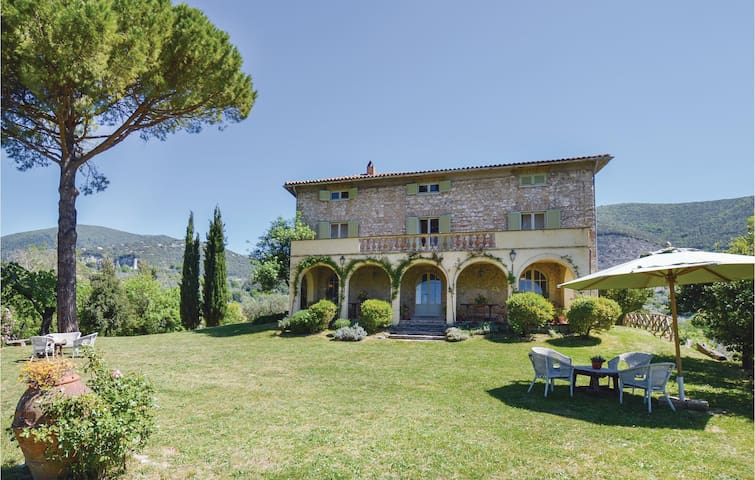 Holiday cottage with 5 bedrooms on 200m² in Poggio Catino RI