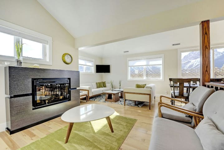 Teepee Town Private Suite - Canmore - Townhouse