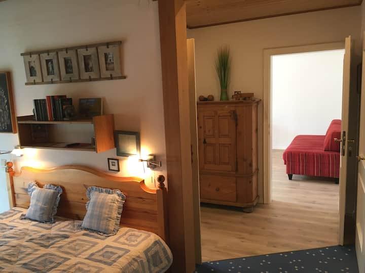 2 Zimmer Wohnung mit eigenem Eingang, Balkon & Bad