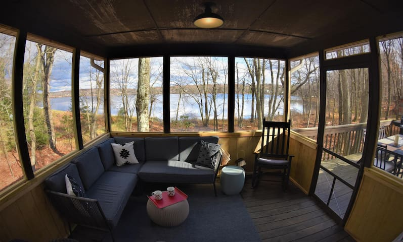 (SP) Lakefront cabin with gorgeous views, hot tub, private deck and fire-pit *NEW*