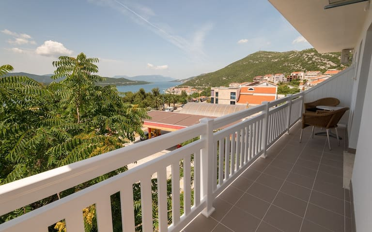 Villa Doris - Studio Apartment with Balcony and Sea View
