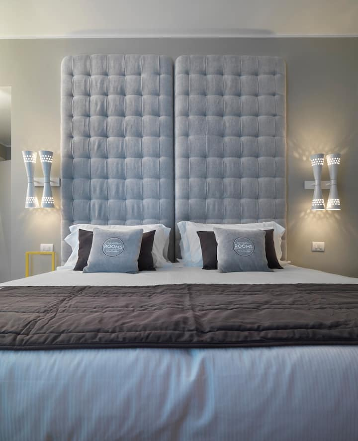 A&B ROOMS | Deluxe King Bedroom