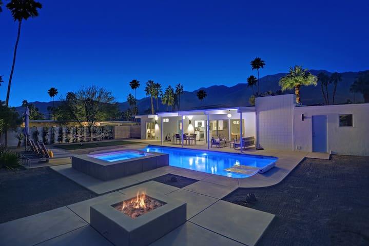 3BR/2BA Meiselman STUNNING!!/ salt water Pool & Spa Palm Springs