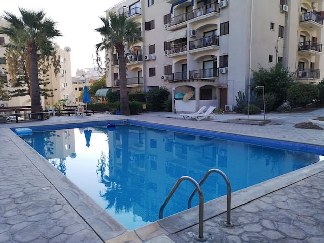 Super 2 Bed Apartment Opposite the Beach