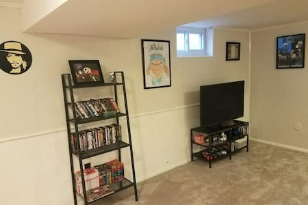 Comfy 2 bedroom w/ sleeper sofa in living room - Hopkins