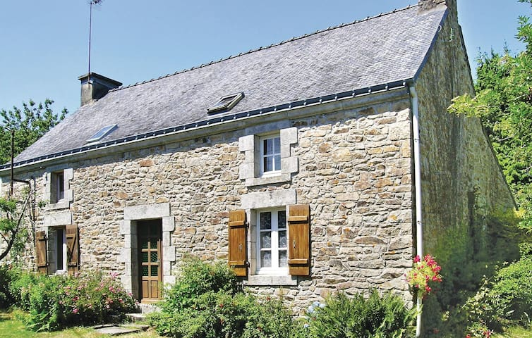 Holiday cottage with 2 bedrooms on 70m² in Lanvaudan