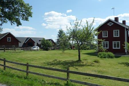 Stort härligt hus, i naturskön miljö, i Småland
