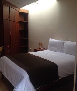 Habitación cómoda con baño privado - Cuenca