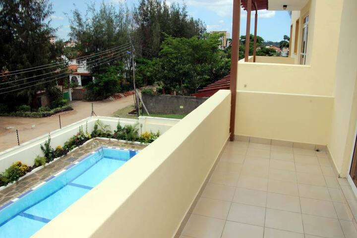 🏝Quiet and Serene Penthouse❤AC/Pool❤Walk to Beach