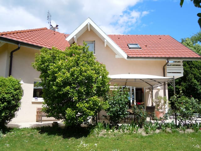 Nice house with garden and swimming pool - Chens-sur-Léman