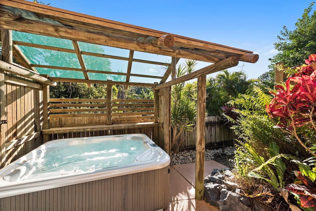 Very Private Exclusive to you Hot Springs 6 person Saltwater Jacuzzi ~ Always Hot