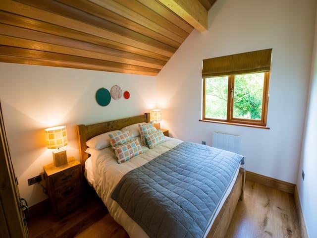 Elegant 3 bedroom woodland lodge