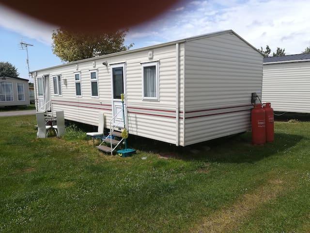 3 bed  caravan  on a holiday park in bognor Regis