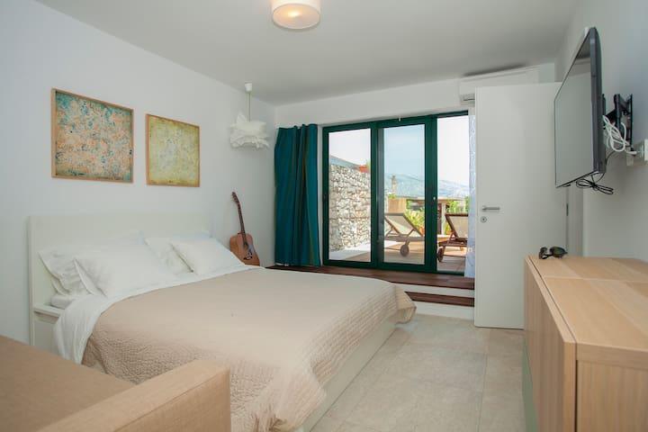 Room in ground floor apartment