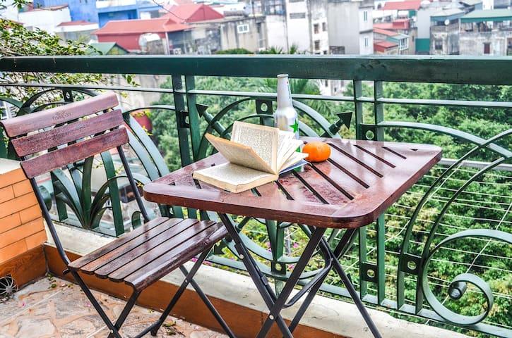 Peaceful Balcony Condo, near Temple of Literature